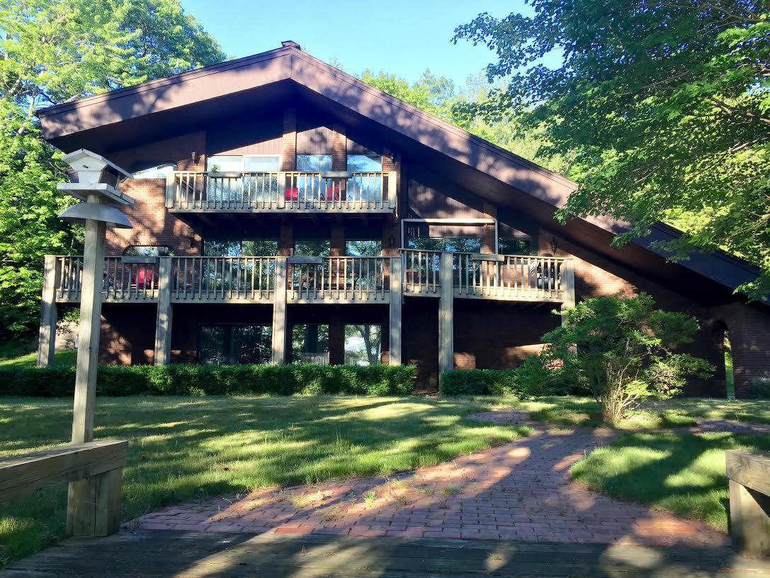 Traverse city vacation rental torch lake vacation rental for Northern michigan cabin rental